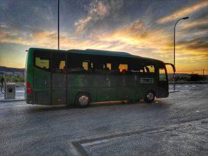 Autobus Classic bus al atardecer