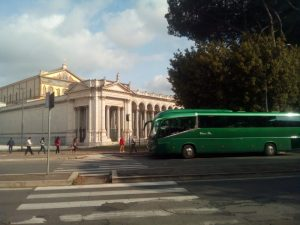 Classic Bus Basilica San Pablo Roma Italia